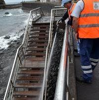 La campaña especial de fregados y limpieza desarrolla una acción en Almáciga y El Roque