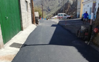 El Ayuntamiento acondiciona varias calles de Almáciga