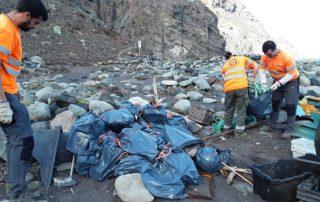 El Cabildo y la Fundación Santa Cruz Sostenible limpian la playa de Tamadite